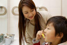 遺伝?習慣?子どもの歯並びに悪影響を与えるものとは