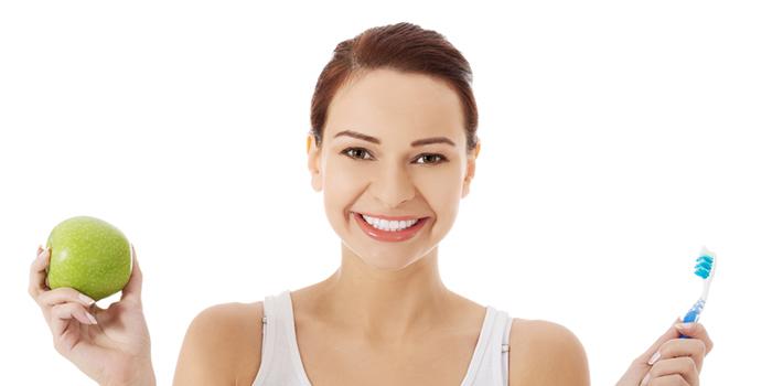 食べ物が口腔環境を整える? 虫歯や口臭対策に有効な食べ物とは