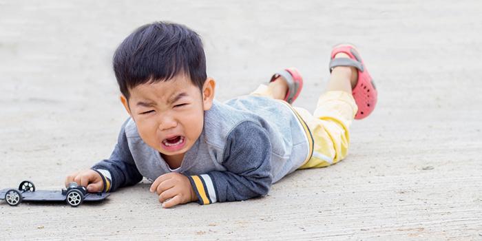 【ママ必見】子どもが転んで永久歯が折れた時の応急処置ポイント