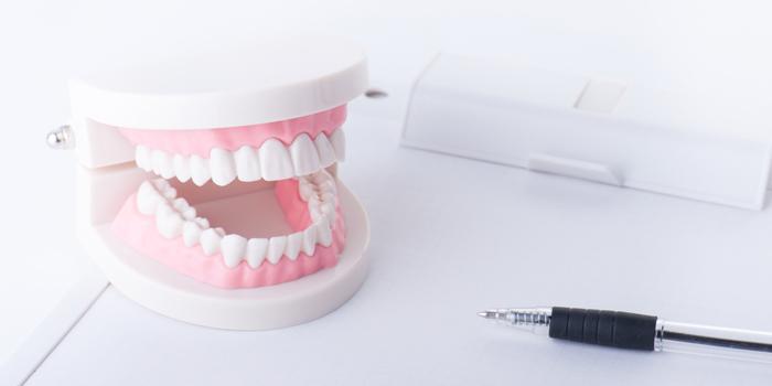歯が抜け、脳の認知機能にも影響を与える歯周病とは